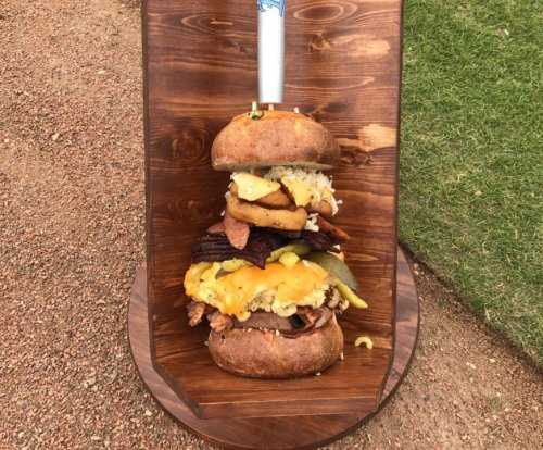 Minor league team challenges fans to eat 6-pound burger in 60 minutes