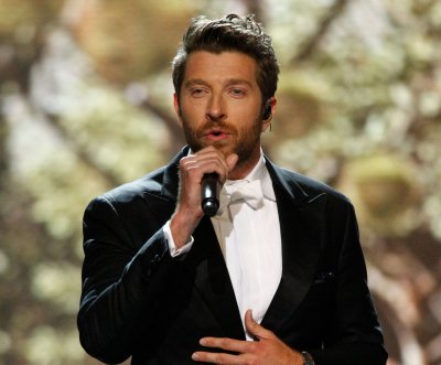 Country singer Brett Eldredge to launch holiday tour