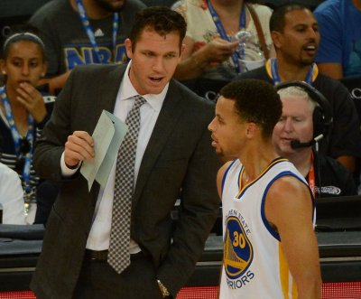 Los Angeles Lakers hire Luke Walton as coach
