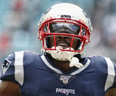 Antonio Brown catches TD in first game with Patriots