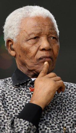 Mandela lashes out at Mugabe