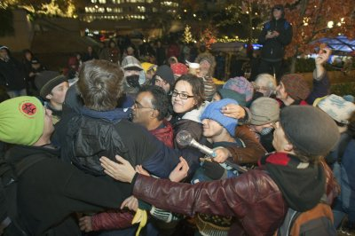 Toronto Police dismantling Occupy tents