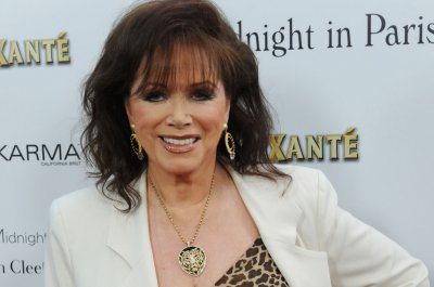 Best-selling novelist Jackie Collins loses battle to breast cancer