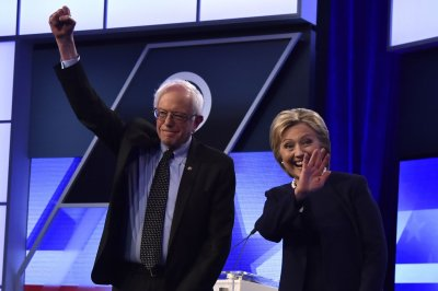 Clinton, Sanders considering adding New York debate