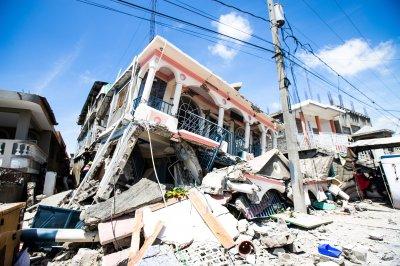 7.2-magnitude earthquake hits Haiti; more than 300 dead thumbnail