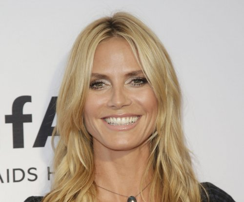 Heidi Klum shares racy bare-butt photo