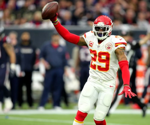 Kansas City Chiefs trying to re-sign key players Eric Berry, Derrick Johnson
