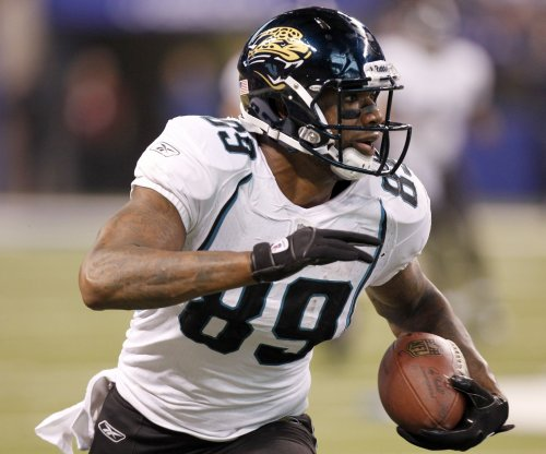 Report: Jaguars pick up option on TE Lewis