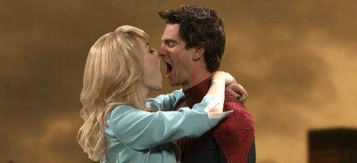 'SNL': Andrew Garfield and Emma Stone stage an awkward makeout session