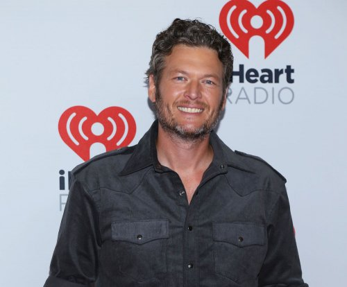 Blake Shelton rescues group of stranded men
