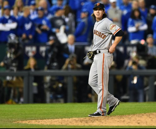 Free agent Tim Lincecum hopes to throw for scouts in January