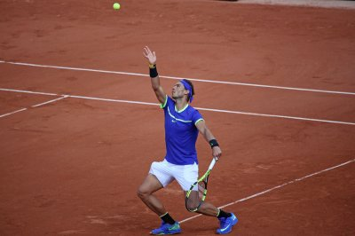 2017 French Open: Dominant Rafael Nadal moves into fourth round