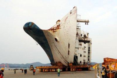 South Korea prosecutors demand tougher sentence for Sewol ferry defendant