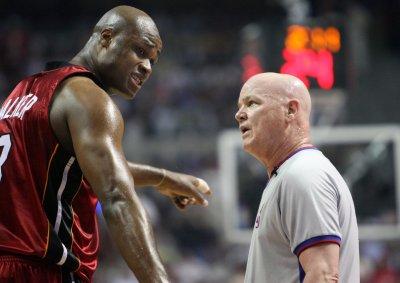 Former NBA star in bad check plea