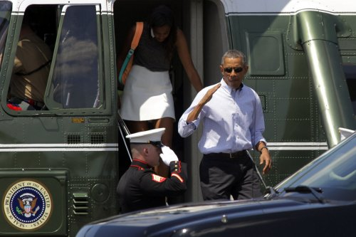 Obama salutes Marines holding coffee cup, annoys social media users