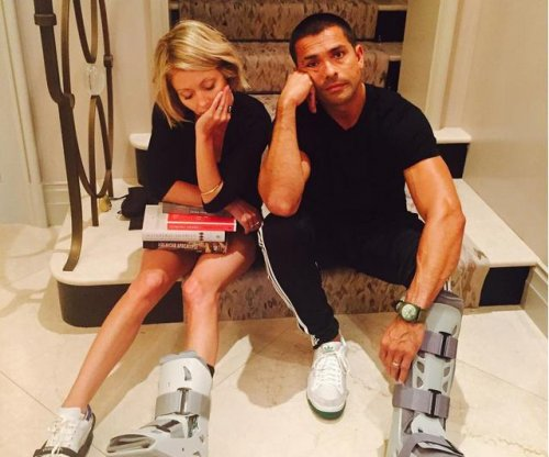 Kelly Ripa, Mark Consuelos reveal matching injuries