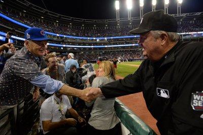 Bill Murray gives extra World Series ticket to random fan