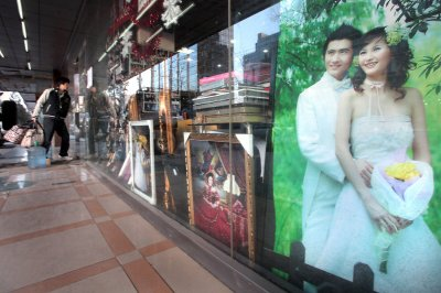 Illegal trade in 'corpse brides' surges in China