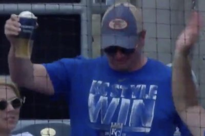 Kansas City Royals fan catches ball in new beer cup