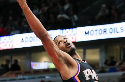 Suns trade Trevor Ariza to Wizards for Kelly Oubre, Austin Rivers