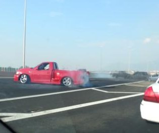 Donut-driving pickups block busy Albuquerque highway