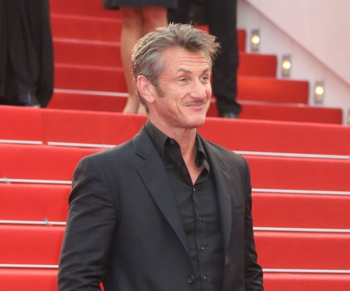 Sean Penn introduces daughter Dylan to ex-wife Madonna at concert