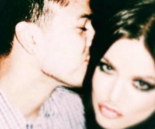 Khloe Kardashian encourages brother Rob in new post