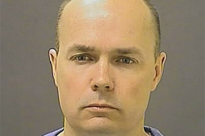 Prosecution drops 'illegal arrest' charge against officer in Freddie Gray death