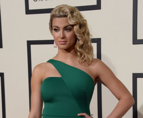 Singer Tori Kelly pays tribute to Christina Grimmie in new song 'Blink of An Eye'
