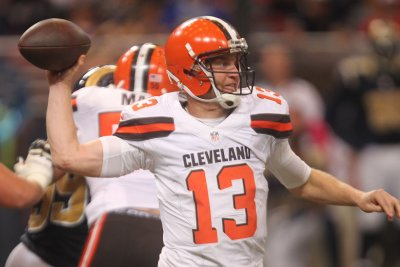 Cleveland Browns QB Josh McCown to practice with broken collarbone