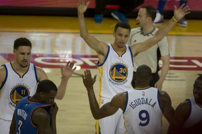 Klay Thompson, Stephen Curry carry Golden State Warriors past Oklahoma City Thunder