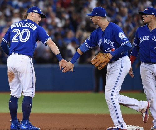 Toronto Blue Jays pull of two beautiful barehanded outs vs. Boston Red Sox