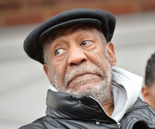 Bill Cosby stands up to hecklers: 'We're here to enjoy my gift'