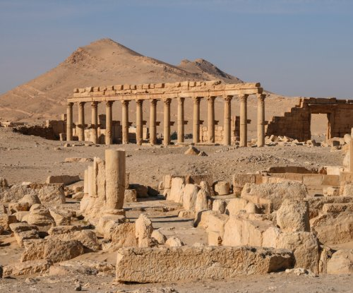 Residents flee Palmyra as Syria bombs Islamic State