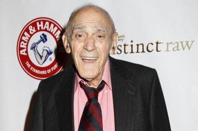'Barney Miller,' 'Godfather' actor Abe Vigoda dead at 94