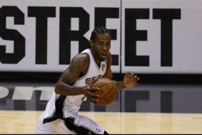 San Antonio Spurs' Kawhi Leonard selected unanimously to all-defensive team