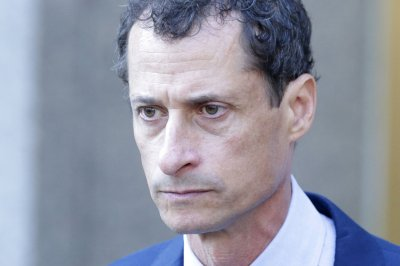 Weiner starts sentence for 'sexting' at Boston-area prison