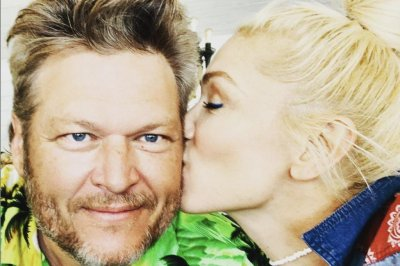 Gwen Stefani kisses Blake Shelton in new photo on his birthday