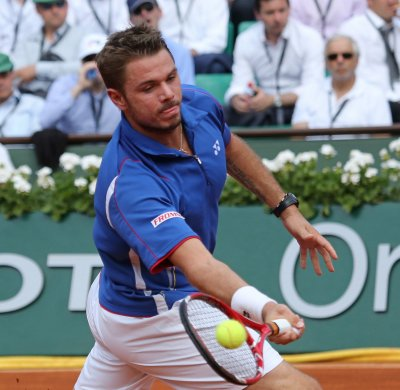 Wawrinka, seeded players sweep matches at Swiss Open