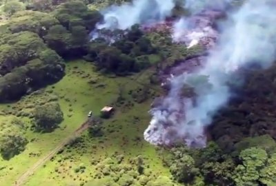Hawaii schools closed, lava flow just yards away from homes