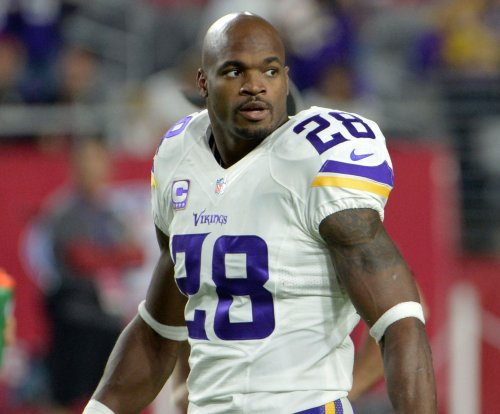 Former teammate wants Adrian Peterson to join him on New York Giants