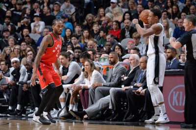 Kawhi Leonard greeted with boos, chants of 'traitor' in San Antonio return