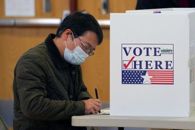 Democrats on pace to keep House, but several election races still close