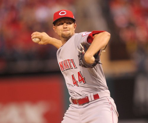 Leake helps Cincinnati Reds beat Cleveland Indians