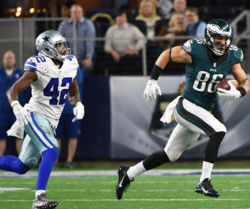 Eagles TE Zach Ertz out with concussion
