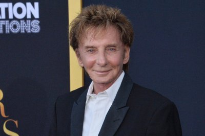 Barry Manilow announces summer Broadway residency