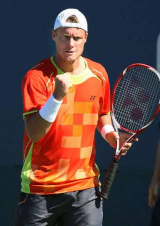 Hewitt upsets Monaco at Valencia Open