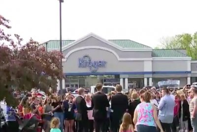 Michigan shoppers hold candlelight vigil for closed Kroger store