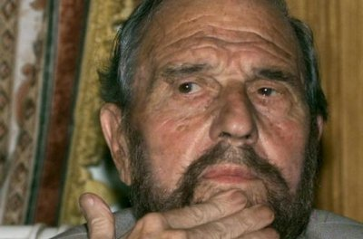 George Blake, British double-agent, dies in Moscow at age 98