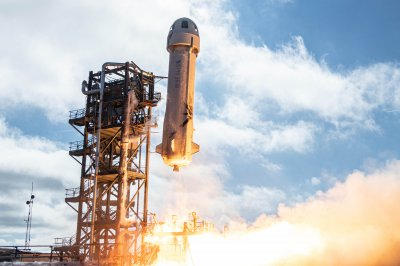 Bezos says he will be on Blue Origin's 1st passenger spaceflight in July
